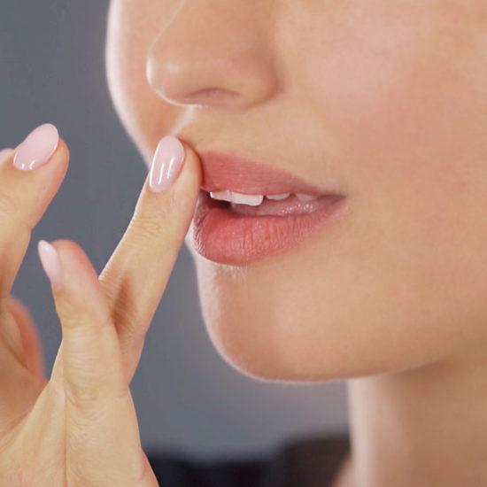 M1 SELECT LIPBOOSTER Anwendung für mehr Lippenvolumen