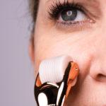 M1 SELECT NEEDLING - Derma Roller bei der Anwendung Nahaufnahme
